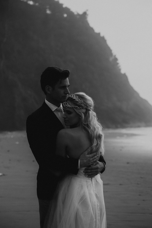 hug-point-elopement-photographer.jpg