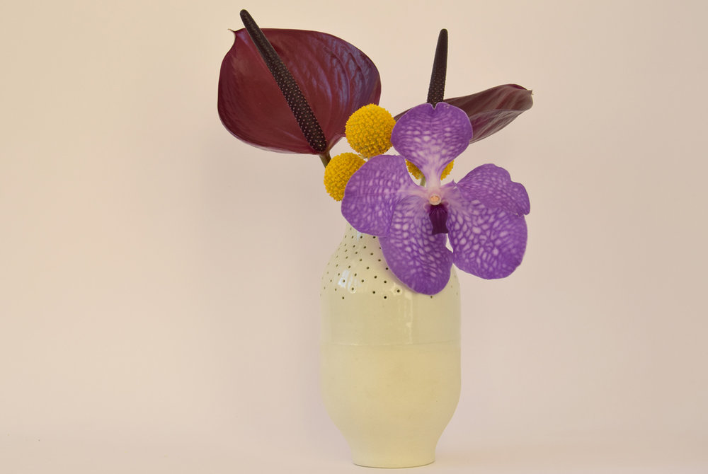 smallvase-greenwithflowers-studiokryszewski.jpg