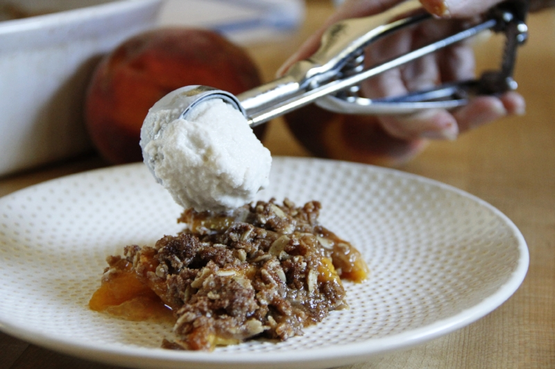 peach-crisp-icecream-scoop