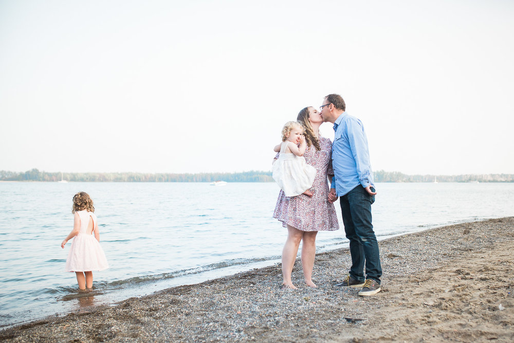 Best Family Photographer Toronto Natural Artistic Candid Bright Airy