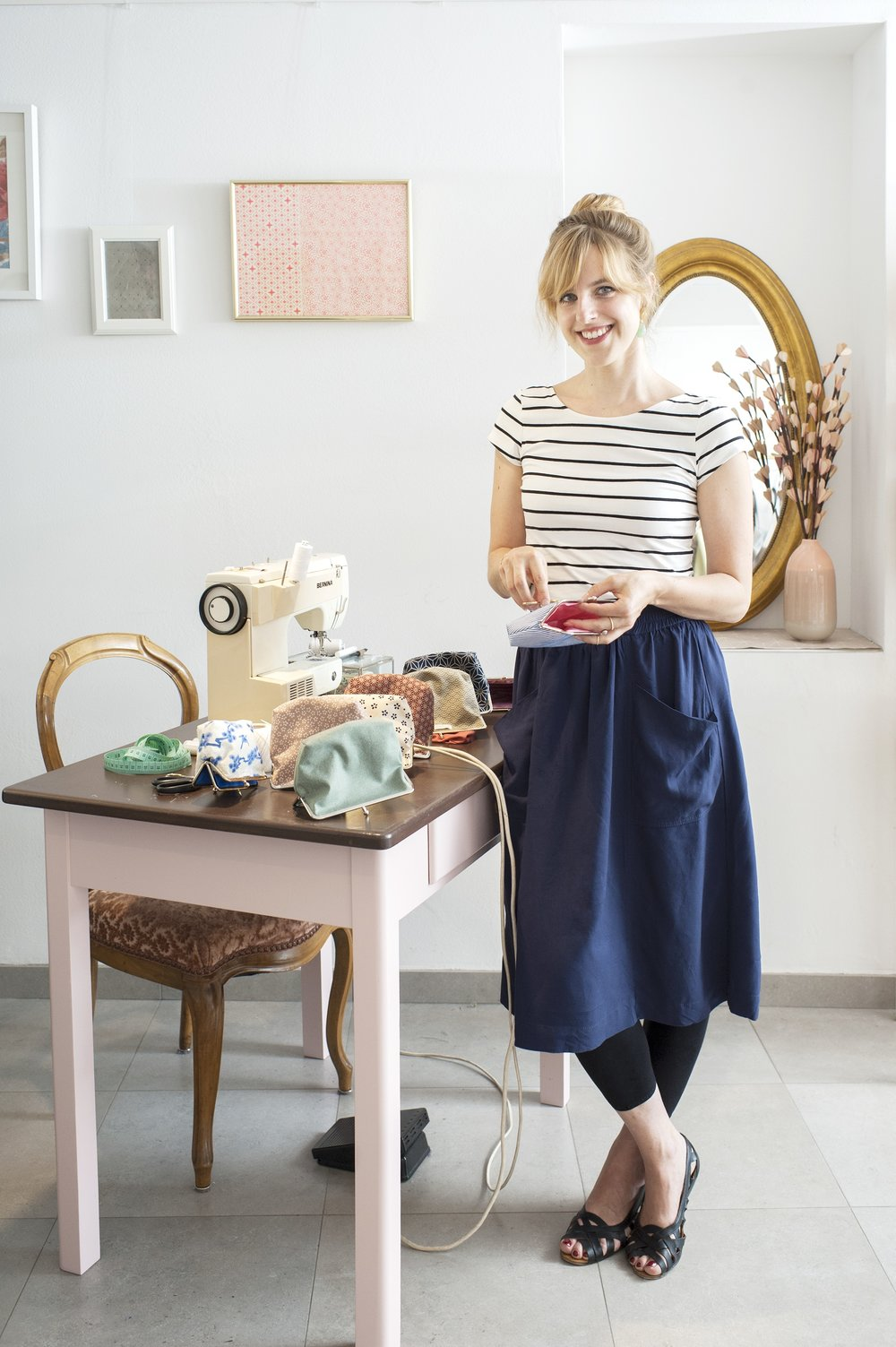 Stefanie was raised surrounded with sewing machines, fabrics and needles. In 2009, she founded her own label of clip purses, make up bags cushions, scarves and much more. Discover this glowing lady.