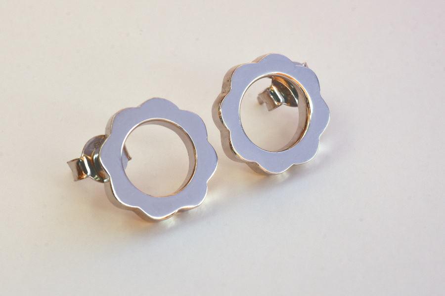 6. FLOWER POWER Stud Earrings_White Rhodium Gold Plated_V DESIGN LAB (2).JPG