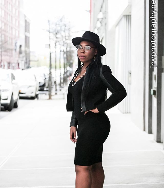 Look, I enjoy intellectual conversations, loving on God, writing and listening to @iamcardib 🤷🏾♀️ Life's about balance - like how my legs and butt are fairly proportioned or how my face kinda looks like I'm gonna either beat you up or whisper something inappropriate in your ear🤷🏾♀️ _____________ Photography by @photography_jrw  _____________ • • • #Blackgirlbloggers  #feelheraura #blogger #media #music #fortheculture #fortheloveofhiphop #hiphop #Fashion #beauty #makeup #pink #blackgirlmagic #nyc #nycblogger #radiopersonality #putmeon #girldontbemad #mediapersonality #ootd #photography #slay  #motd