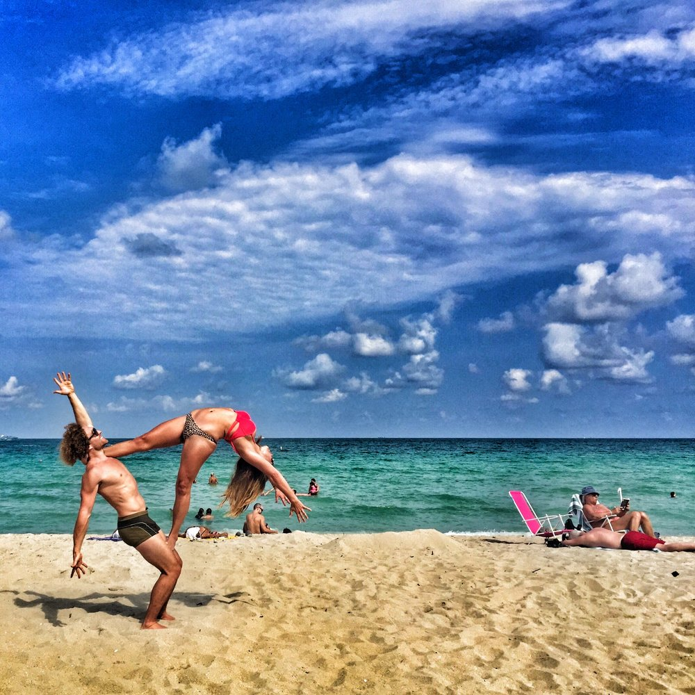 AcroYoga in the Beach 2