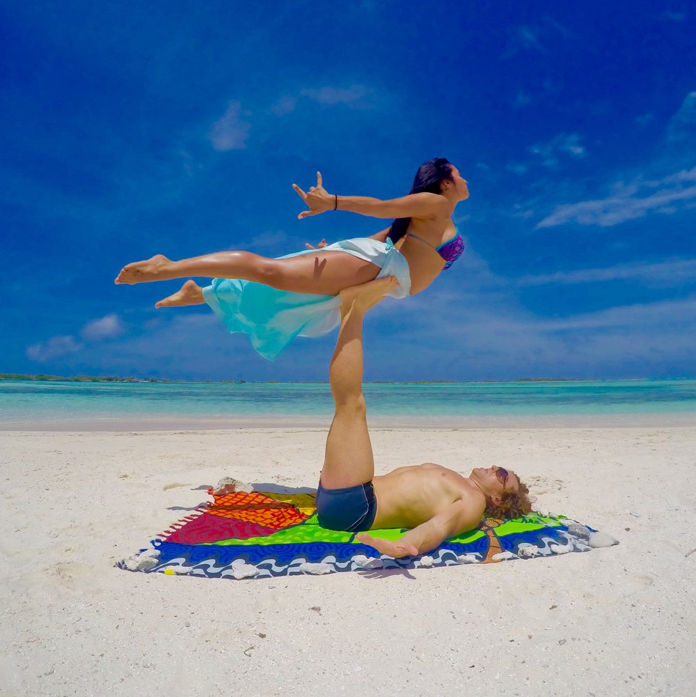 AcroYoga in the Beach 4