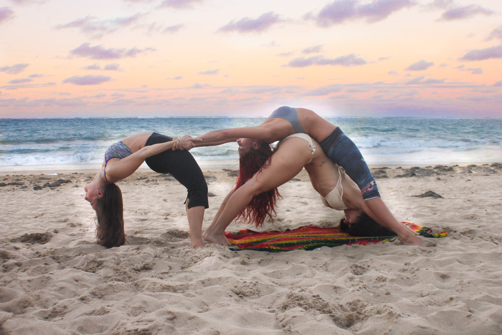 AcroYoga in the Beach 5