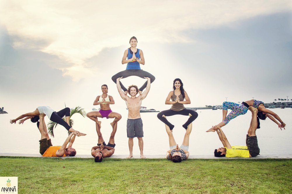 Group AcroYoga 5