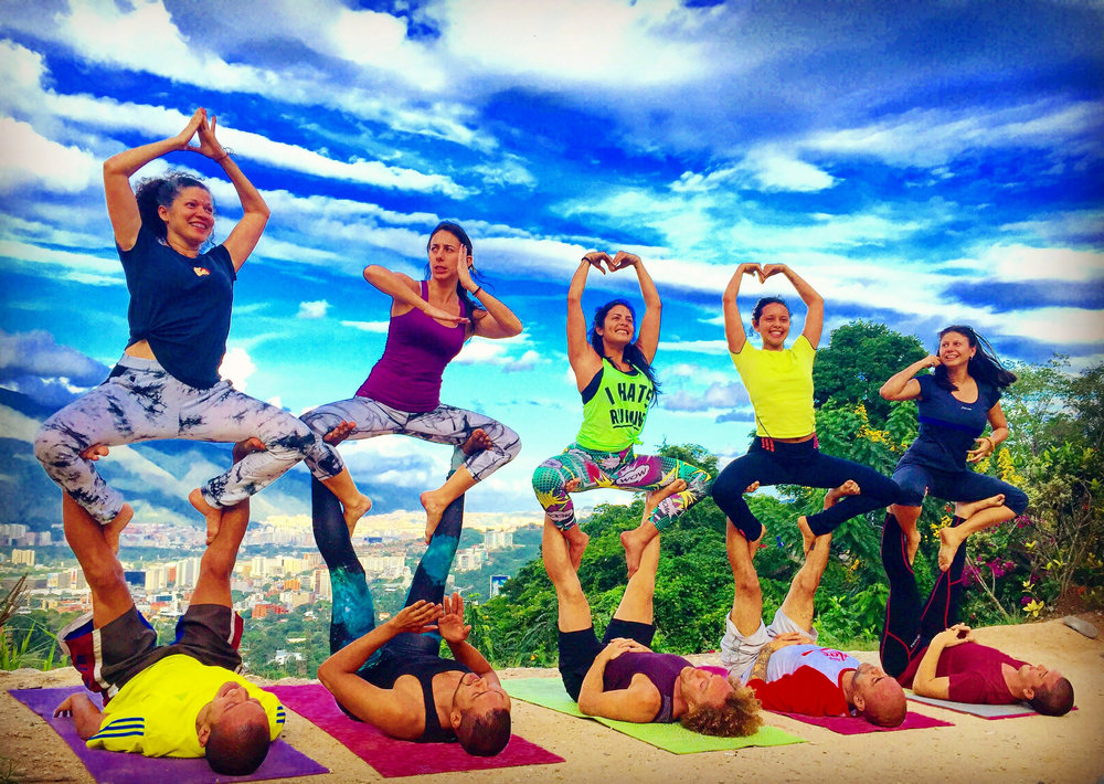 Group AcroYoga 7