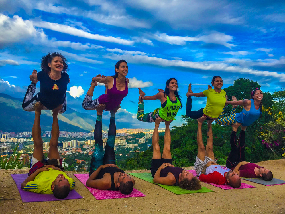 Group AcroYoga 6