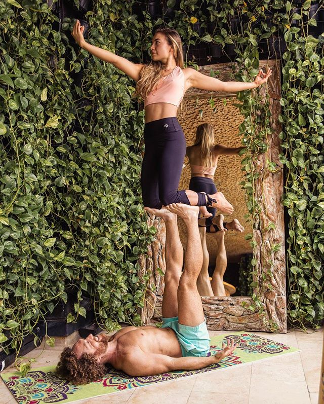 Bilingual Lunar and Solar AcroYoga Immersions in Medellin, Colombia 13-20 April! (English below) **Primavera de @AcroYoga** Esta Semana Santa regálate una vacación yogica en la Ciudad de la Eterna Primavera: Medellin, Colombia. Por esta cuarta generación del #MedellinAcroYogaPrimavera tendremos el honor de volver a recibir a Alexandra Ruiz junto con Justin Caruso de Modern Thai School. Las inmersiones Lunar y Solar se unen en este gran curso, y todos estan bienvenidos a la hermosa Medellin. Durante 8 dias vamos a compartir un intensivo que abra la posibilidad de desarrollar su potencial infinito: Primero se expande la sensibilidad y la conexion a traves de las artes Lunares de Masaje Tailandes y vuelos terapéuticos. Luego a través de ejercicios progresivos se dispara su practica personal de la empoderosa mundo Solar. ------------------------------------ This Easter break gift yourself a Yogic vacation in the city of Eternal Spring: #Medellin, #Colombia. For this fourth annual edition #MedellinAcroYogaPrimavera has the honor of welcoming back Ale Ruiz @aleavolar for the Lunar and Solar immersions, together with Justin Caruso @justincaruso of Modern Thai School @modernthaischool. This is the fourth time in Medellin the #AcroYoga Lunar and Solar immersions combine in this unforgettable event, and all are welcome in beautiful Medellin!  During 8 days we will dive into open possibilities to cultivate your infinite potential - First we will develop sensitivity and connection through the Lunar arts of #ThaiMassage and therapeutic flying. Then via progressive exercises we will catapult your personal practice with the empowering Solar acrobatic practices.  Modelo: @manuelitabotero92 📸 @izico_portrait  #YogaTT19