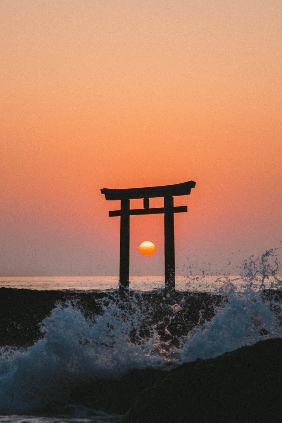 beautiful japan,yasuhiro kuratarite  [rey-dee-eyt; rey-dee-it, -eyt]  verb  1. to extend,spread,or move like rays or radii from a center.  2. to emit rays,as of light or heat;irradiate.  3. to issue or proceed in rays.  4. (of persons)to project or glow with cheerfulness,joy,etc.  5. to emit in rays;disseminate,as from a center.  6. (of persons)to project (joy,goodwill,etc.).  adjective  7. radiating from a center.  8. having rays extending from a central point or part:  9. radiating symmetrically.