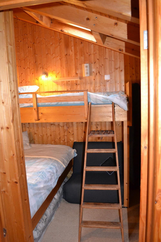 bedroomuptwin.jpg