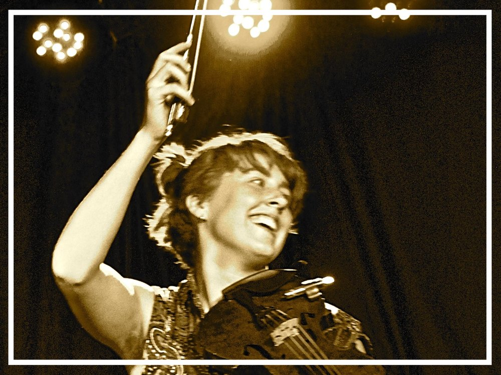 Clara Rose is a young, vibrant jazz and folk violinist from Vancouver, BC. Rose has studied with musical giants Mike Marshall, Julian Lage, Trent Freeman, Oliver Schroer, Jaron Freeman-Fox, Daniel Lapp and countless others. Her musical has a flair of youthful enthusiasm that will bring a smile to your face.