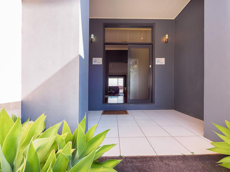 9 Mikinos Street, Coffs Harbour$620,000 - 5 bed 2 bath 2 car