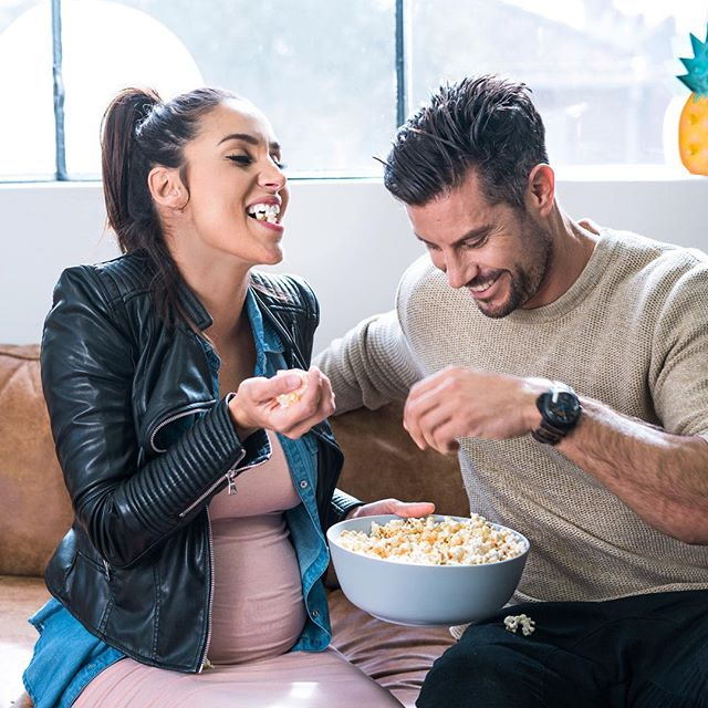 🤰🏽🍿You don't need to be pregnant and have cravings to enjoy this crazy yummy sweet & salty popcorn. It's a part of the @28bysamwood nutrition and eating plan! 💃🏽👊🏽SCORE!!!! Head to my bio new program starts tomorrow.  #28bysamwood #newprogramstartstomorrow #popcorn #cravings #forhumanpeople