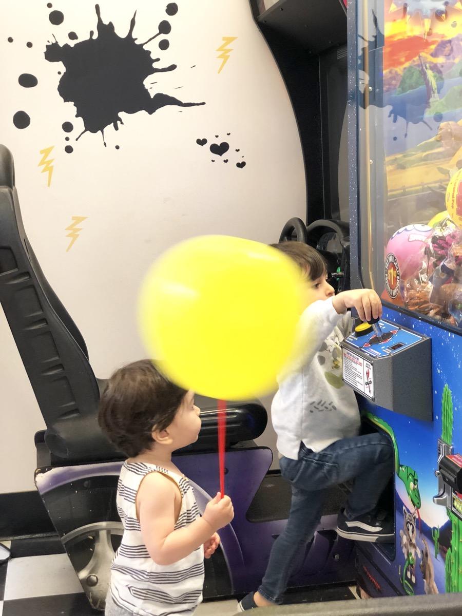 yellow-balloon-baby-haircut06.jpg
