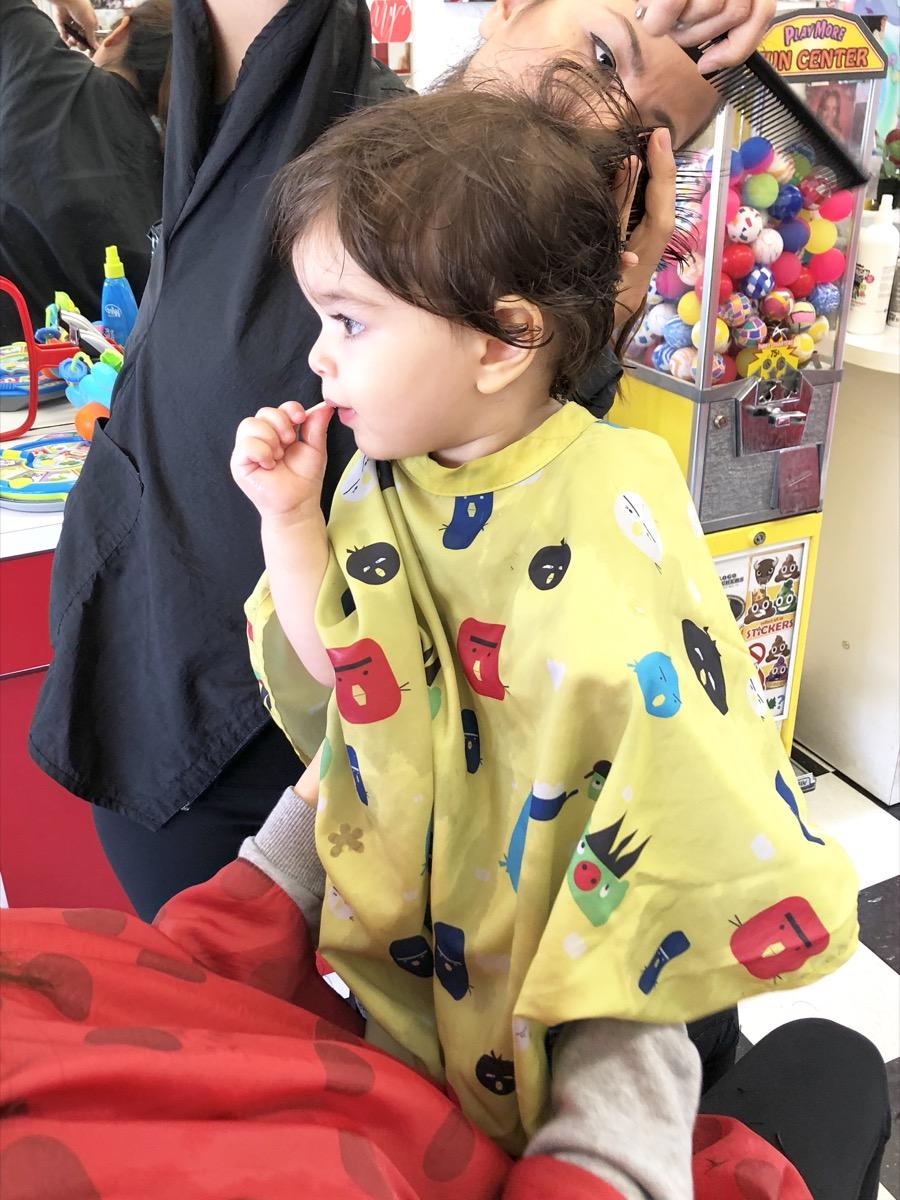 yellow-balloon-baby-haircut02.jpg