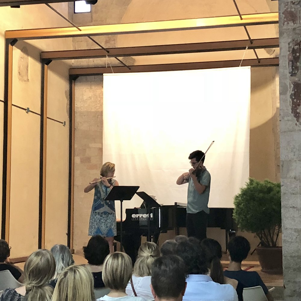 Faculty Performances  - This morning, students gathered in the performance space, Sant'Agata, for the second faculty performance. Faculty members showcased what they have been working on in their respective disciplines.