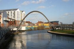 coventry_canal_footbridge.jpg
