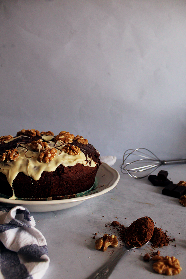 Cocoa and walnuts cake