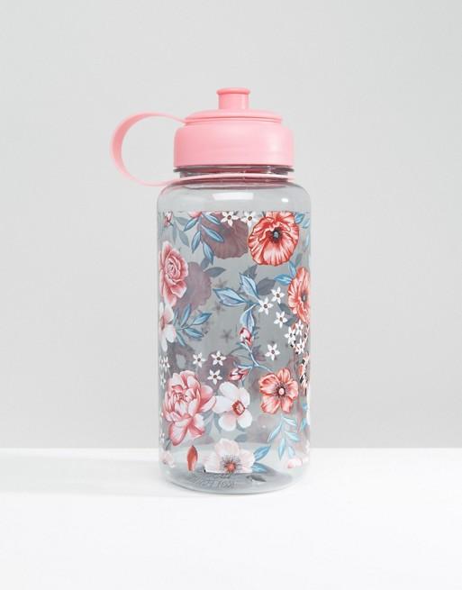 Denne nydelige flasken fra New Look fåes hos Asos til 89.61kr. Viktig for alle og enhver å være hydrert.
