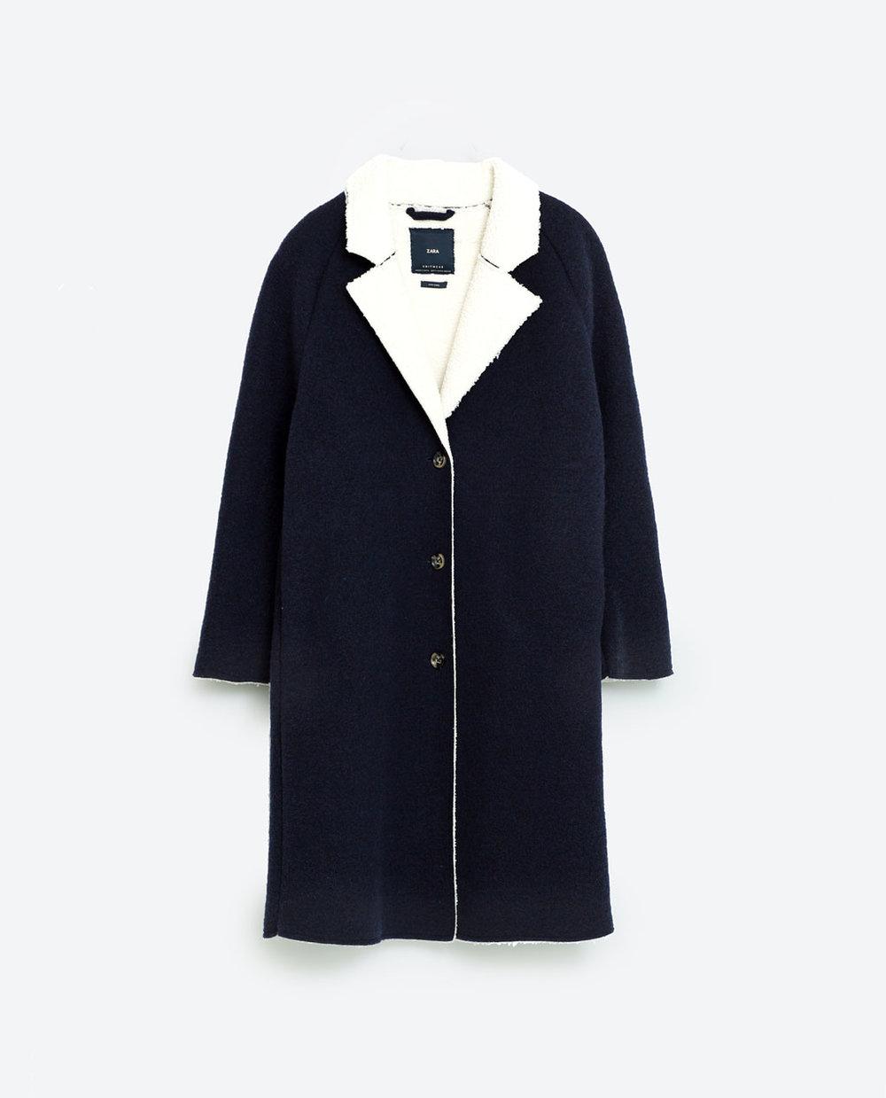 Marineblå kåpe fra Zara.