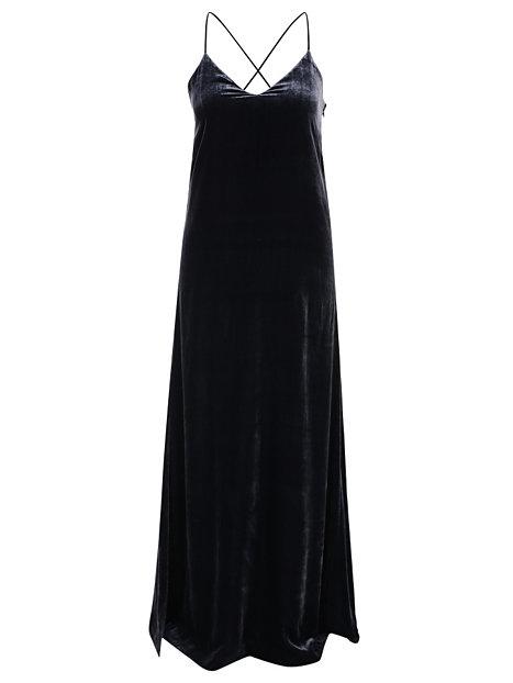 Velvet strap dress fra Flippa K.