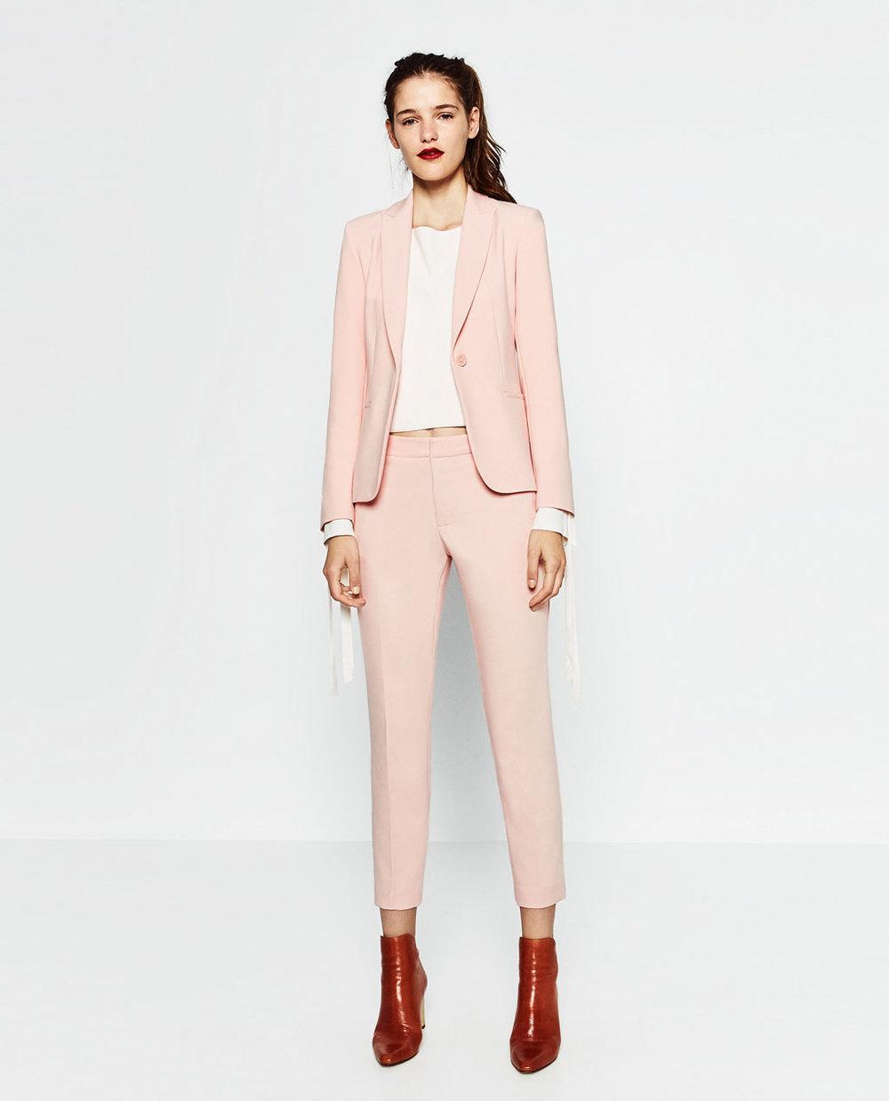 Romantisk dress kan kjøpes på H&M