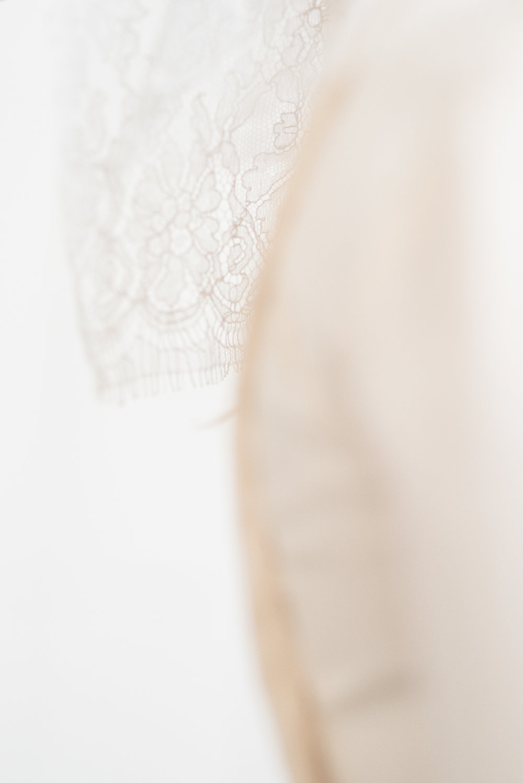 Robe de mariée sur mesure / détail dentelle / photo Pauline Cantal