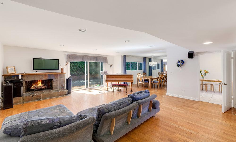 dona-lola-livingroom.jpg
