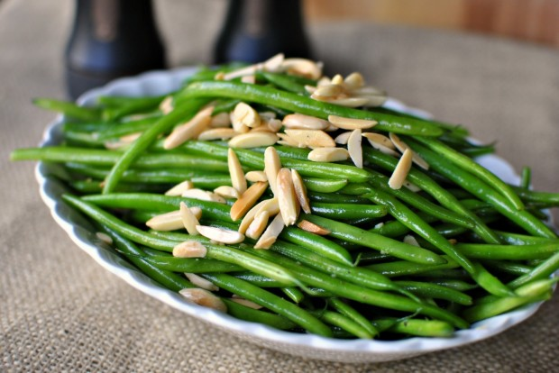 sauteed green beans with slivered almonds (Source:  simplyscratch )