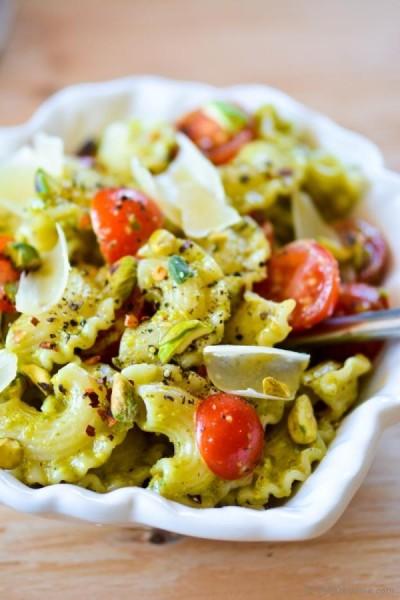 Pasta with pesto, tomato (Source:chefdehome)