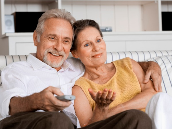 Older couple watching television (Source:idiva)