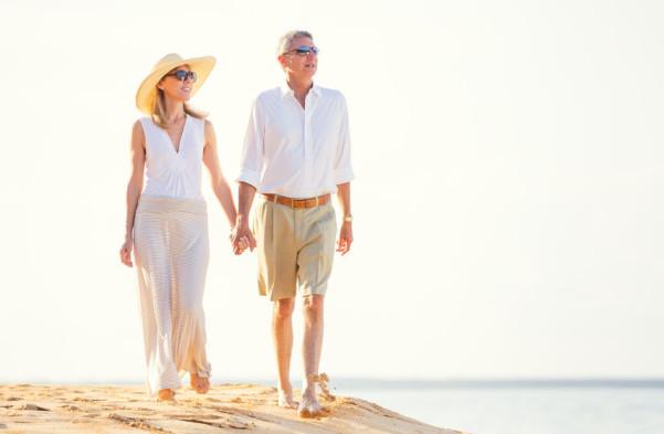 Couple walking on beach (Source:hmdi)