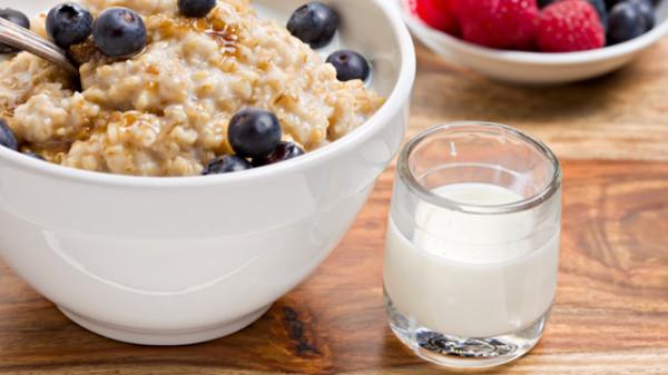 Bowl of porridge (Source:healthline)