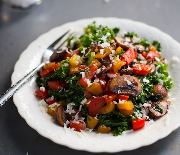 Salad with kale, peppers, mushrooms, cheese (Source: plated)