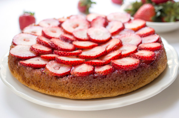 Strawberry almond cake (Source: kingarthurflour)