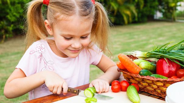 child cutting vegetables (Source: parentingsquad )