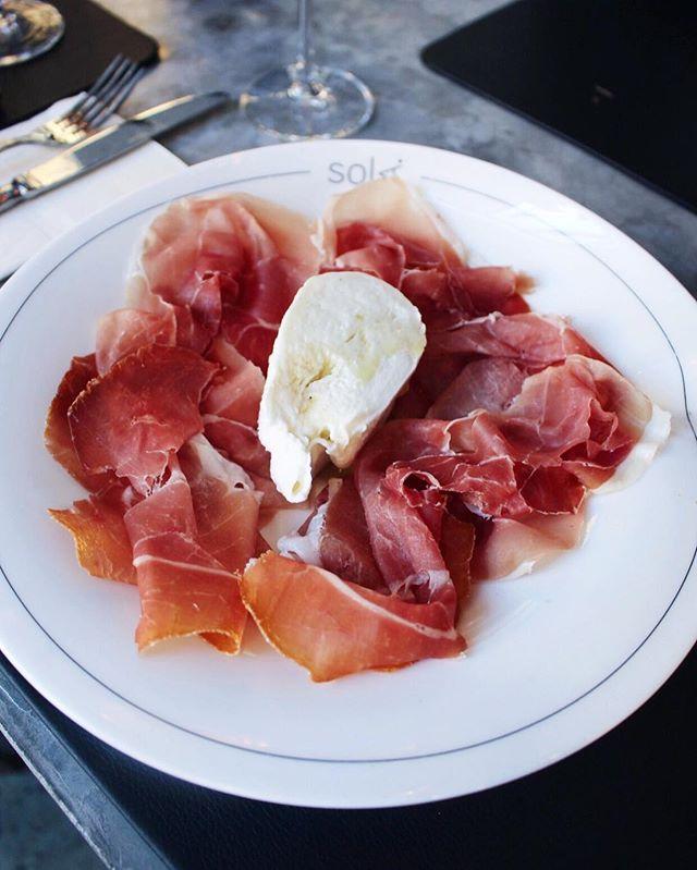open your heart, I'm coming home. 🎤 #hungryhippie . . . 🎵: Pink Floyd - Hey You (1979)  #bestfoodworld #topcitybites #tastingtable #nycwff #eeeeeats #tastethisnext #foodphotography #nycpulse #zagat #emdailypic #beautifulcuisines #eatmunchies #newforkcity #fwx #bestfoodfeed #foodbeast #buzzfeast #hsbites #happytummyhappyme #canon #eatupnewyork #FRavorites #lovefood #eatmunchies #myfab5 #foodandwine