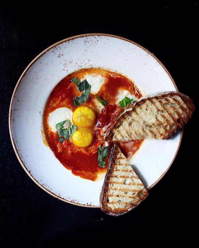 she got you by the balls. 🎤 #hungryhippie . . . 🎵: AC/DC - Got You By The Balls (1990)  #bestfoodworld #topcitybites #tastingtable #nycwff #eeeeeats #tastethisnext #foodphotography #brunch #zagat #emdailypic #beautifulcuisines #eggs #newforkcity #fwx #bestfoodfeed #foodbeast #buzzfeast #hsbites #flatlay #canon #eatupnewyork #FRavorites #lovefood #eatmunchies #myfab5 #foodandwine #nycwffdish