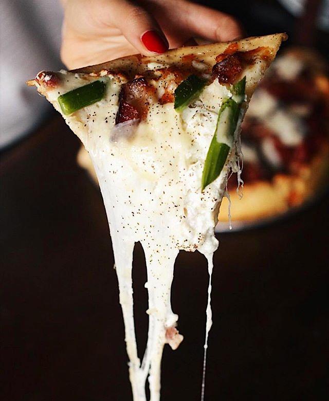 #cheesepulling pizza via @blackbirdpizzashopla