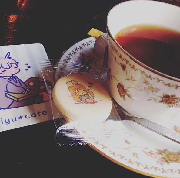 Tea with an artistic cookie