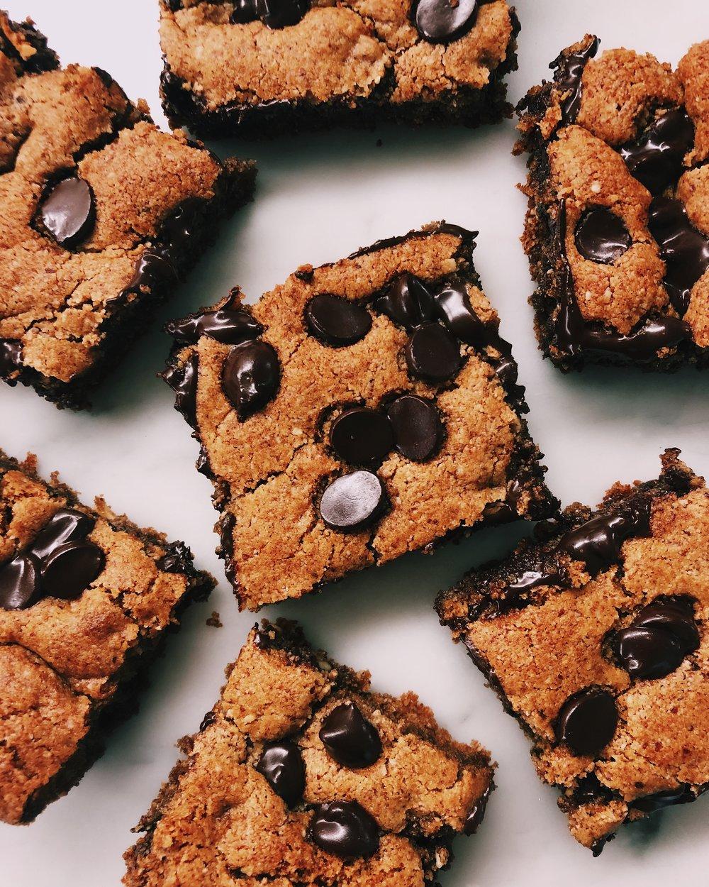 CBD Paleo chocolate chip cookie bars by kalejunkie