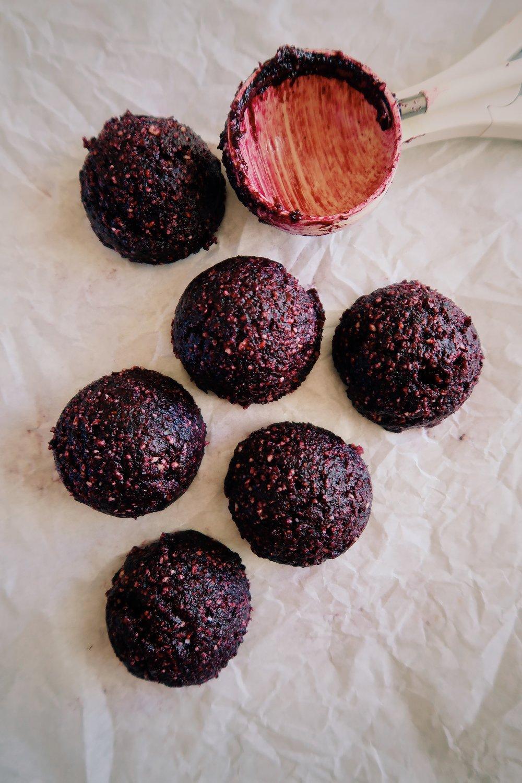 raspberry blueberry cheesecake balls by kalejunkie