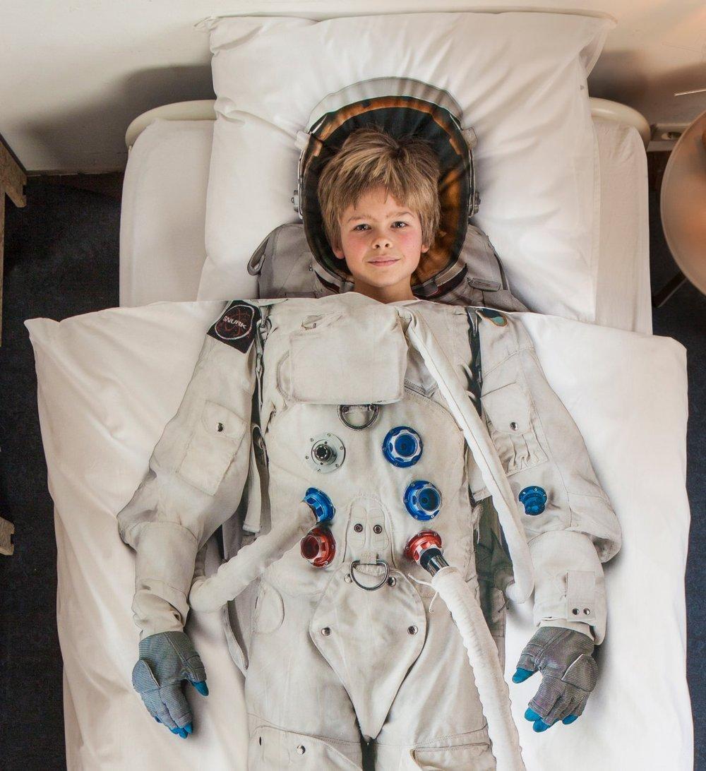snurk-living-astronaut-cover-duvet-style-2