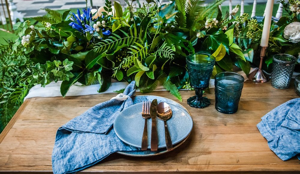 French-chic table florals....