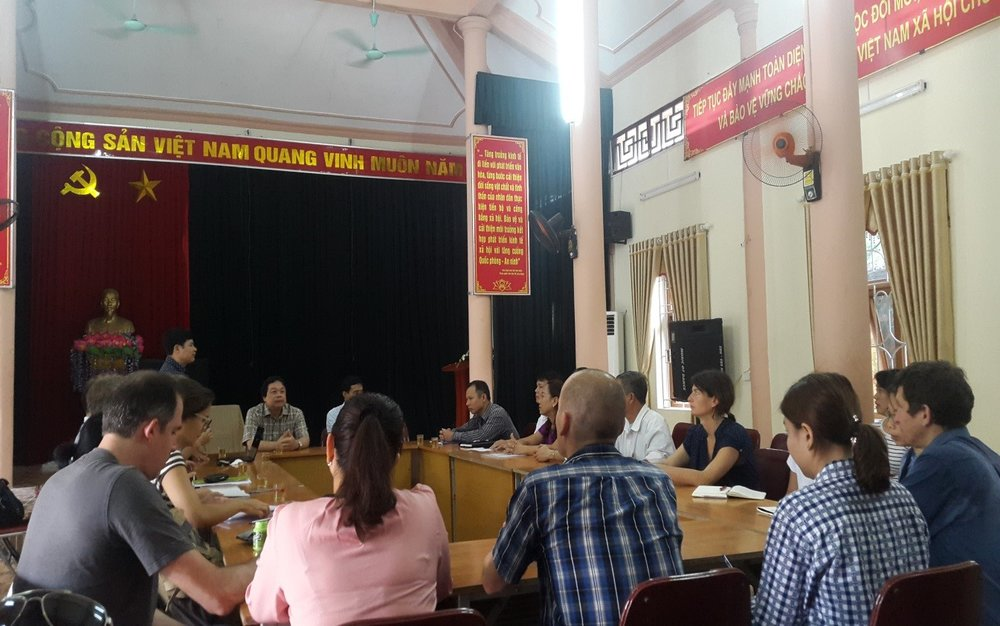 Photo 7: KNOTS team having a meeting with leaders of Duong Lam commune