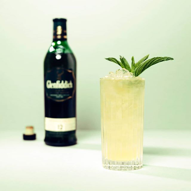 This sweet & spicy @glenfiddichwhisky fizz is sure to be on high rotation over the summer months. It's the perfect use for the perfect gift! ⠀⠀⠀⠀⠀⠀⠀⠀⠀ The Ginger Fizz 🍏  50ml Glenfiddich Single Malt Scotch Whisky  30ml Cloudy Apple Juice  30ml @fevertreeaustralia Ginger Beer  15ml Elderflower cordial or @stgermaindrinks Elderflower Liqueur ⠀⠀⠀⠀⠀⠀⠀⠀⠀⠀⠀⠀⠀⠀⠀⠀⠀⠀ Combine the whisky & Elderflower in a highball filled with ice, stir & top with the cloudy apple & ginger beer. Finish with a fresh mint sprig & enjoy!