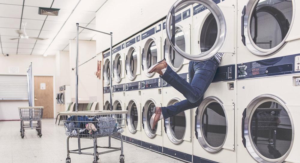 Ein Schleudertrauma kann auch durch unsachgemäße Benutzung des Waschsalons entstehen. Auch in diesem Falle helfen wir Ihnen gerne wieder auf die Beine.