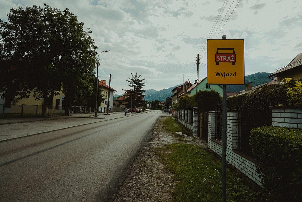 Więc tu po lewej zostaw samochód, a w domu po prawej zaparkuj serce! ul. Strażacka 2, Ania zaraz ciepło powita Cięswoim czarującym uśmiechem, uważaj bywa zaraźliwy!